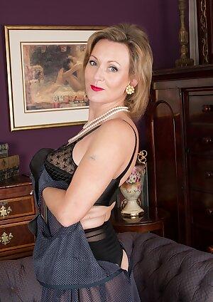 Elegant mature woman Huntingdon Smyth naked in stockings