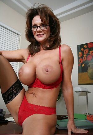 Business woman Deauxma gets horny at work