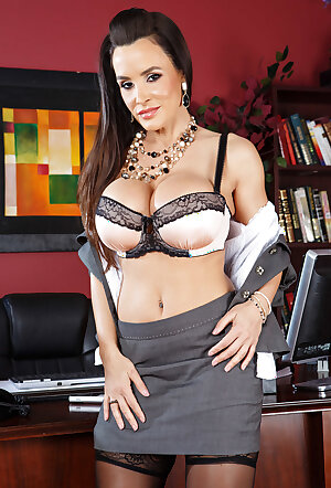 Curvy MILF pornstar Lisa Ann poses topless in lacy stockings