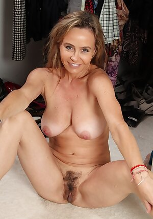 Seductive MILF Chelsey Townes spreads her tasty hairy pussy