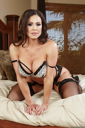 Beautiful wife in lingerie Kendra Lust flaunts lush curves