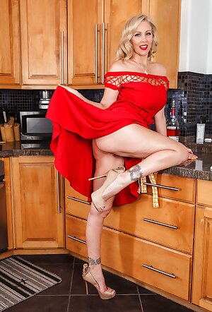 Mature blonde Julia Ann in red dress exposes her pussy