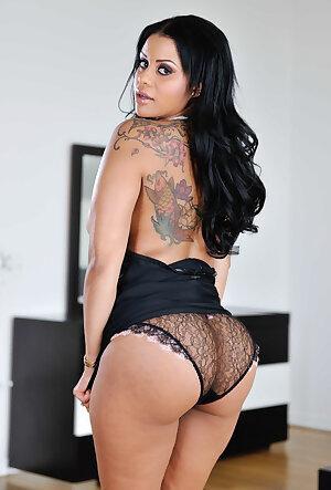 Tattooed Latina lady Mary Jean flaunts her bubble ass