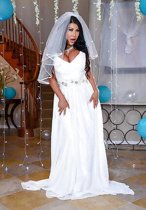 Curvaceous MILF bride August Taylor