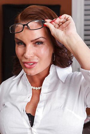 Stunning lady boss Diamond Foxxx
