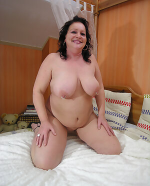 Big titted granny showing all of her stuff
