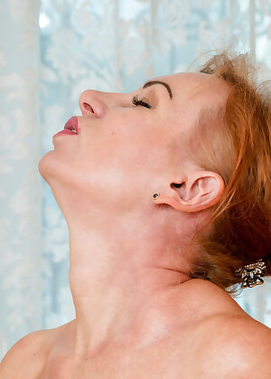 Amateur redhead mature lady gets horny