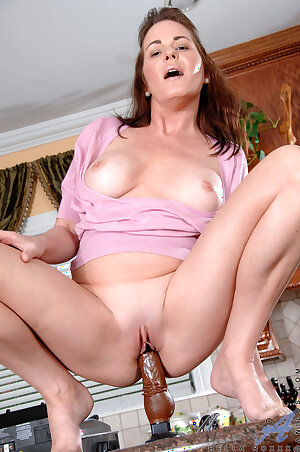 Amateur older housewife Bella Roxxx stuffing a chocolate toy into her hungry pussy