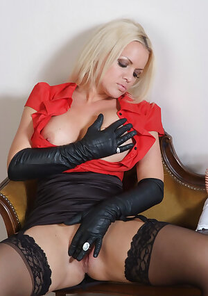 Hot blonde FrankieBabe rubs her tight firm body with her leather gloves