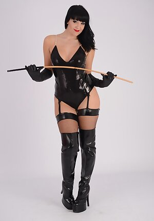Gorgeous femdom babe Sammi Jo is wearing her full leather outfit