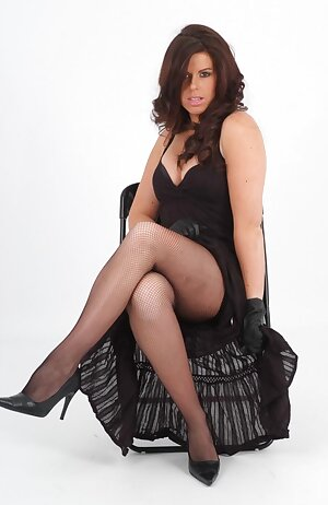 Curvy MILF shows off her gorgeous black dress, fishnet stockings and tight black leather gloves