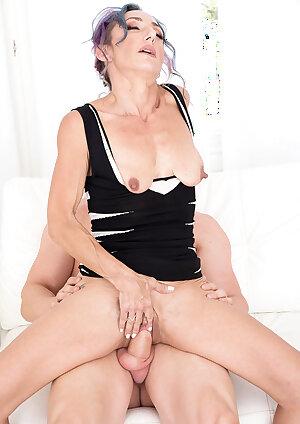 Skiny mature Sadie Sommerville