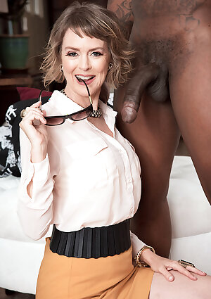 Mature lady Jamie Foster gets a big black cock