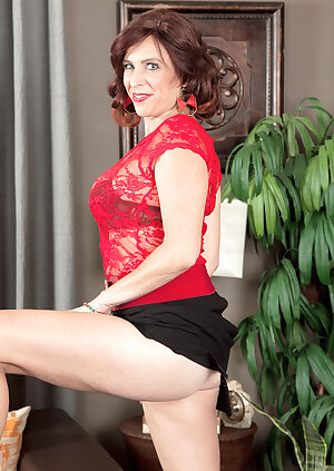 Nasty mom Susanna Adams showing her tits, ass and pussy