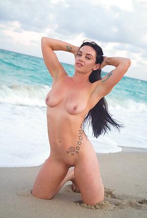 Beach babe Layla Larocco