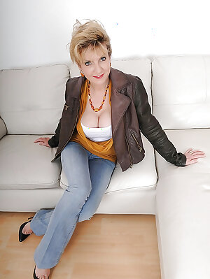 British mature woman in blue jeans uncovering her big jugs