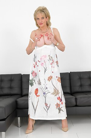 UK lady Lady Sonia unleashes big tits in sexy dress