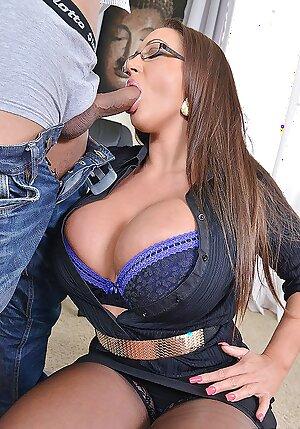 Big boobed MILF pornstar Emma Butt sucks her boy toy cock
