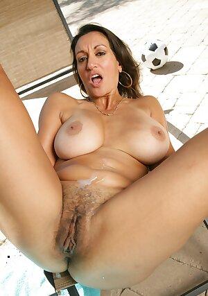 Naturally busty woman gives titjob outdoors