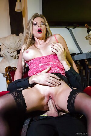 British mature Holly Kiss letting big juggs loose while giving head