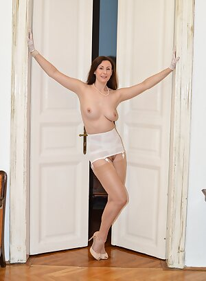 Tempting UK MILF teasing us with her retro lingerie and nylons