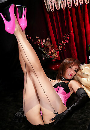 Fetish MILF Roni Ford teases with her long legs in stockings and pink high heels