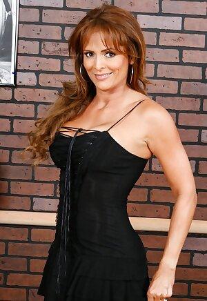 Colombian MILF Monique Fuentes slowly uncovering her gorgeous curves
