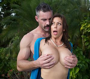 Busty MILF pornstar Alexis Fawx