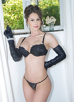 Hot lady in long black gloves fucking a guy