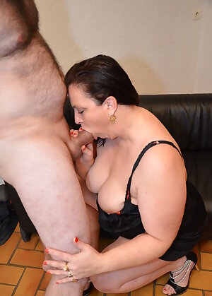 BBW mom loves anal fucking and getting fisted