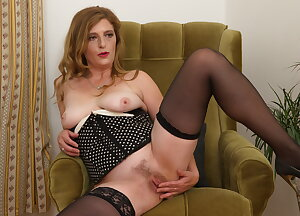 Housewife just loves to play with her unshaved pussy