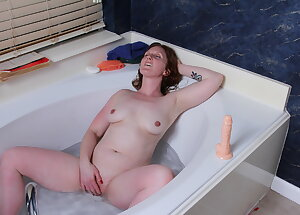 Amateur red mom loves playing with herself in the bathtub