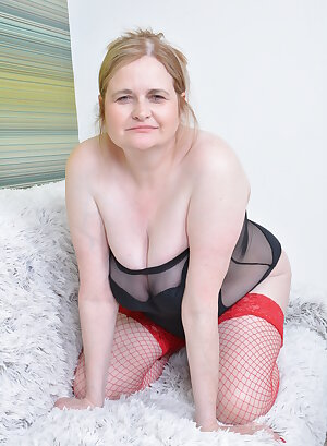 Chubby older mom playing with her nice boobs