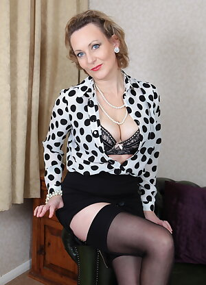 British housewife loves to play alone