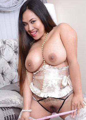 Sweet Asian housewife Amy Latina
