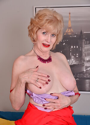 American mature granny with saggy tits