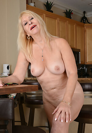 Sandy Pierce Mature Hot Blonde