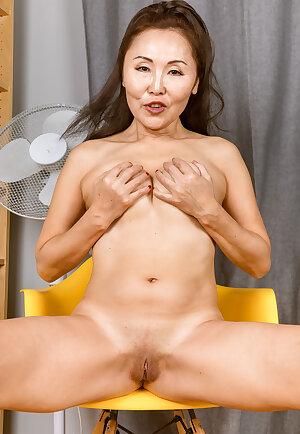 Mature Asian Lira Kissy posing at home