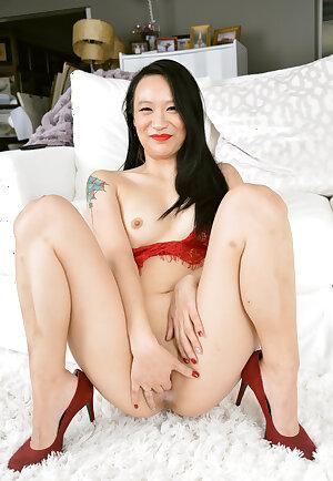 Sexy Asian MILF Zoe Lark