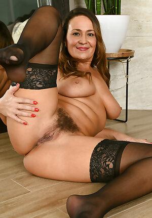 Hairy pussy MILF Elexis Monroe spreading legs