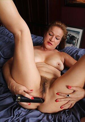 Horny older babe Sabina Wexler toying her mature twat