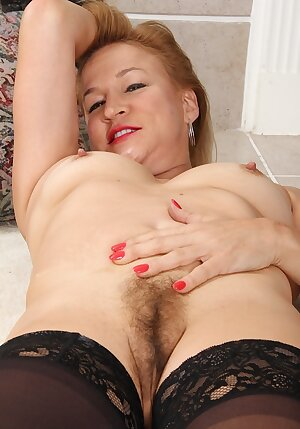 Mature Sabina Wexler spreads her hairy older pussy