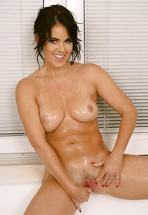 Gorgeous wet wife Julia Dranac showering