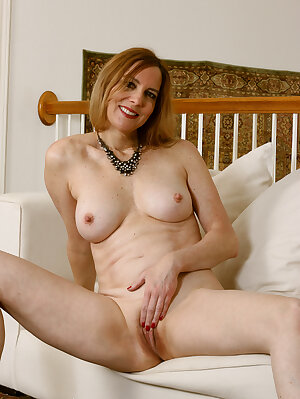 Amateur mature slut Phoebe Waters shows her sexy long legs