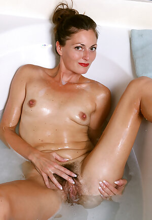 Amateur housewife Veronica Johnson with hairy pussy showing in bathtub