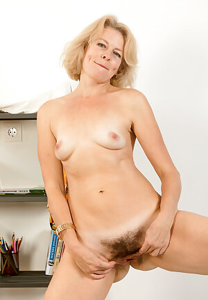 Blonde mature lady shows her hairy pussy