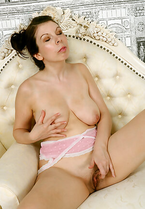 Shy mature beauty Emily Winters with saggy tits