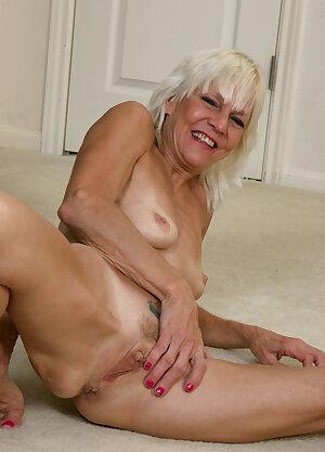 Skinny old housewife Mimi Smith