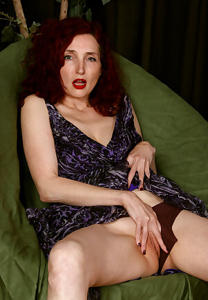 Long sexy legged lady Zinnia Blue