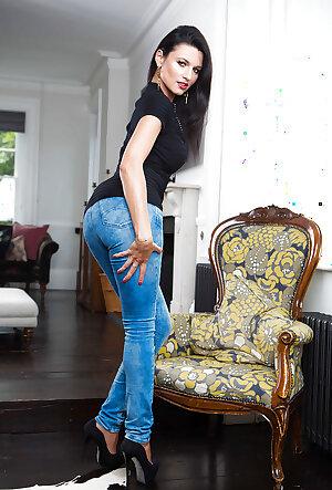 European MILF Ania Kinski stripping off jeans
